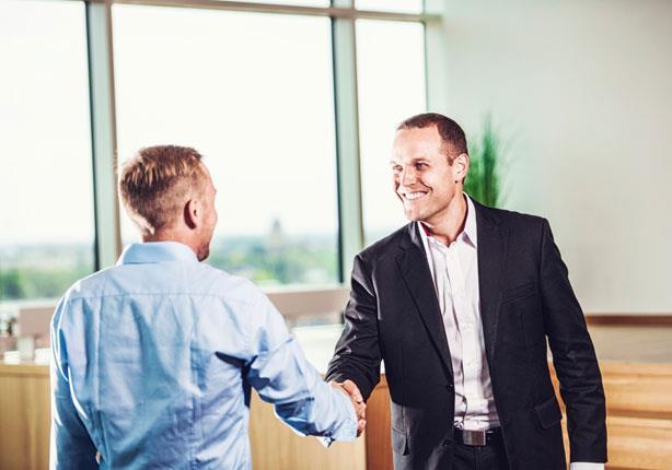 للرجال: ماذا ترتدي لمقابلة عمل؟