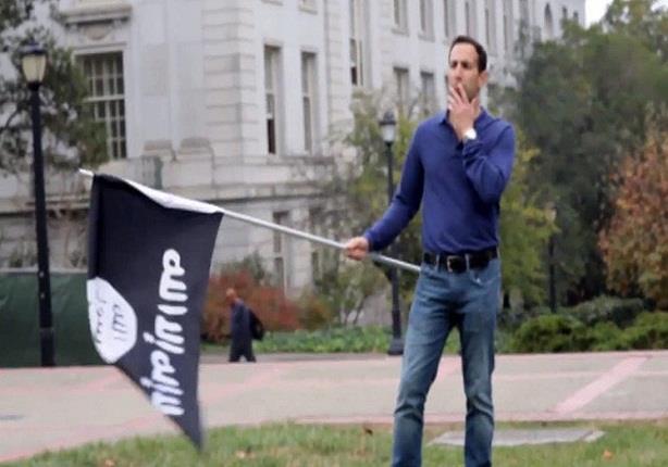 """شاهد كيف ينظر الطلبة الأمريكيون إلى علمي اسرائيل و""""داعش"""""""