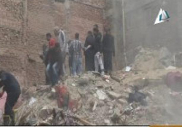 شاهد خطأ على الهواء من التليفزيون المصرى اثناء اذاعة خبر انهيار عقار المطرية