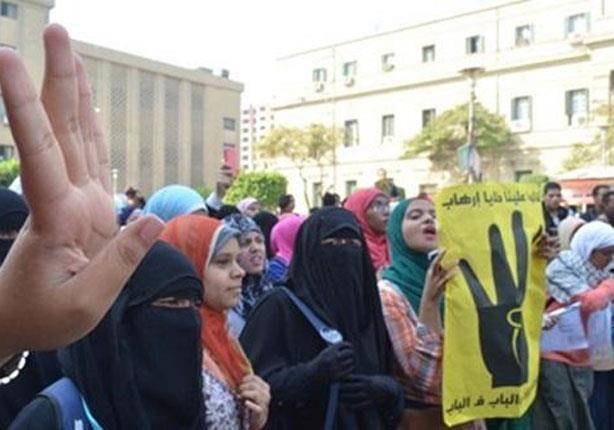 طالبات الإخوان بالأزهر يفجرن قنبلتي