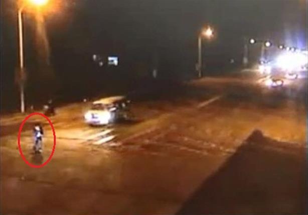 صيني ينجو من موت محقق بعد دهسه من 3 سيارات متتالية