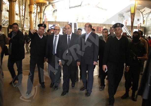 مساعدا وزير الداخلية يتفقدان محطات المترو والسكك الحديد
