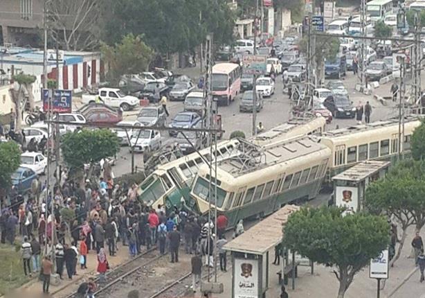 """لحظة تصادم قطارى ترام على خط """"المطرية - ألماظة"""""""