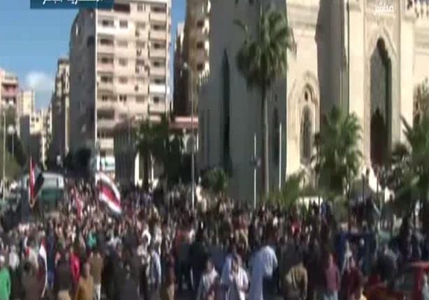 المواطنيين يهتفوا ضد الارهاب أمام مسجد القائد إبراهيم بالأسكندرية