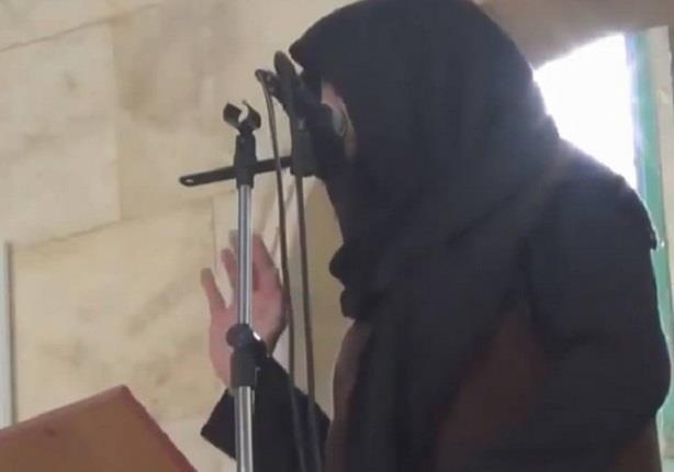 لحظة مقتل امير جبهة النصرة في ادلب بقذيفة وهو على المنبر