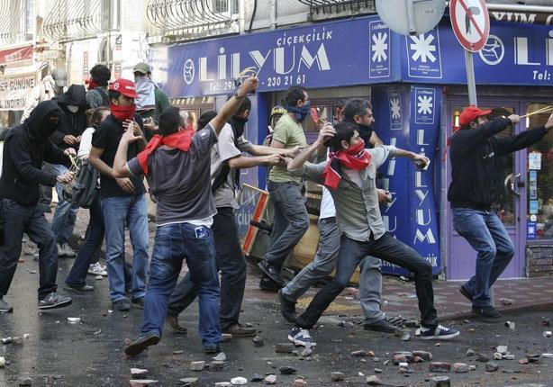 تظاهرات واعتقالات بتركيا تزامنا مع مرور عام على فضيحة الفساد