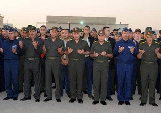 وزير الدفاع يتقدم جنازة شهداء الواجب إثر سقوط طائرة اثناء تنفيذ أحد المهام التدريبية