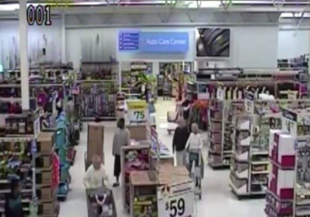 رجل يدعي الإصابة بنوبة قلبية ليتمكن صديقه من سرقة متجر هدايا