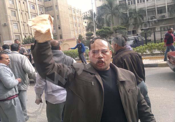 وقفة احتجاجية للعاملين بمشروع الخبز بالبحيرة