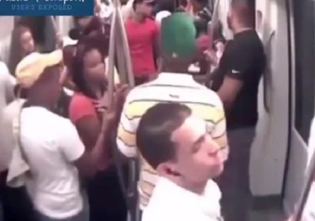 رجل يشعل النار فى نفسه ويثير الرعب بين الركاب
