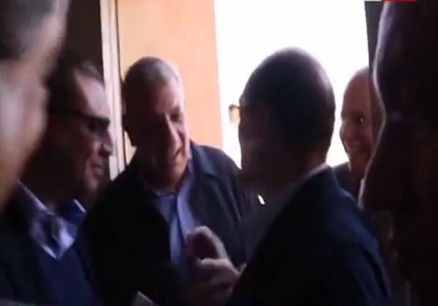 """رئيس الوزراء """"محلب"""" يداعب الفنان محمد صبحى """" انت الجوكر """""""