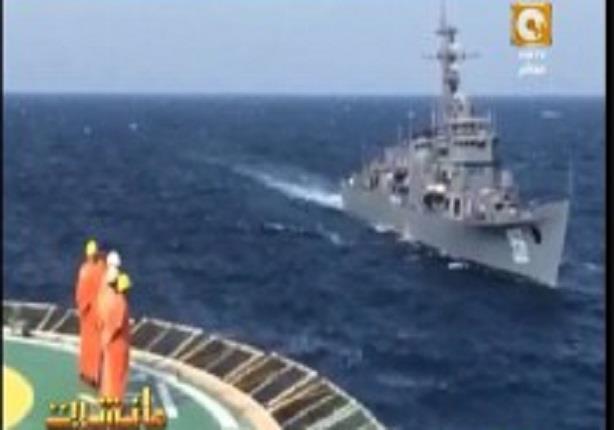 تحية عسكرية لسقينة الغطس التى  نجحت فى انتشال جثث الصيادين المصرين فى البحر المتوسط