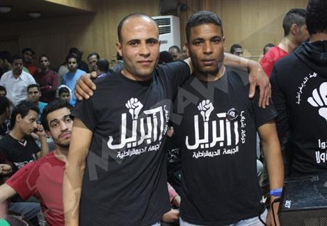 بالصور- 6 إبريل تنظم وقفة احتجاجية أمام نقابة الصحفيين للمطالبة بالإفراج عن المعتقلين