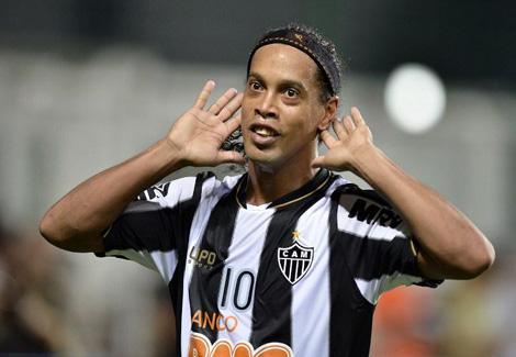 وكيل لاعبين: البرازيلي رونالدينيو وافق على اللعب للزمالك