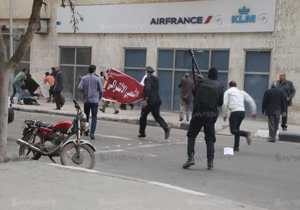 لحظة مقتل شيماء الصباغ بالتحرير بطلق خرطوش