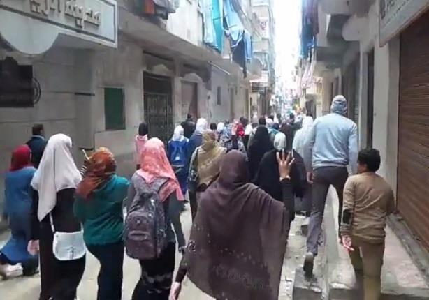 الاخوان يخرجون بمسيرة من محطة الرمل فى الاسكندرية