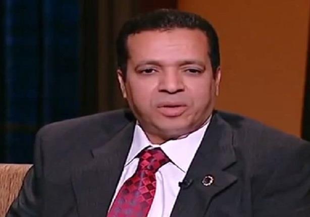 """ابن الشيخ """"عبد الباسط عبد الصمد"""" يتلو القرأن بصوته"""