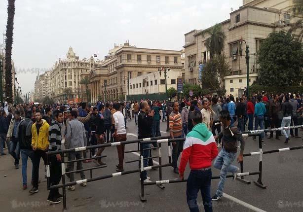 بالصور.. متظاهرون يقطعون شارع رمسيس و يدعون لاقتحام ميدان التحرير