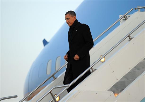 رئيس وزراء الهند يحتضن اوباما فور وصوله إلى الهند .. وسط دهشة الاخير