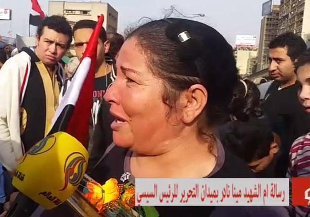 أم شهيد للسيسي: زي ما كرمت الجيش والشرطة لازم تكرم شهداء يناير