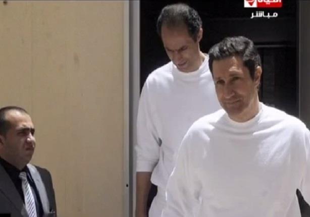 علاء وجمال يزورا الرئيس الأسبق مبارك بعد خروجهم من السجن
