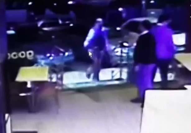 """وائل الابراشي يعرض فيديو لحظة اقتحام """"كنتاكي الهرم"""" بالاسلحة"""