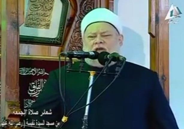 علي جمعة ينفعل ويبكي على تفجيرات سيناء بحضور محلب في خطبة الجمعة