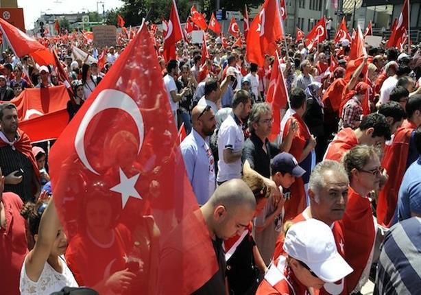 بالفيديو- لحظة إنفجار قنبلة أنقرة وسط تجمع المتظاهرين الأتراك