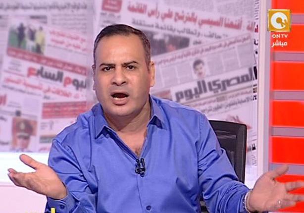 """جابر القرموطي ممسكاً بالحجارة: """"معندناش غير الكلام للقضية الفلسطينية"""""""