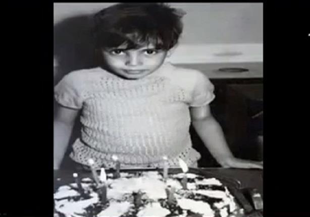 عمرو دياب ينشر صورته وهو طفل صغير على الانستجرام في عيد ميلاده