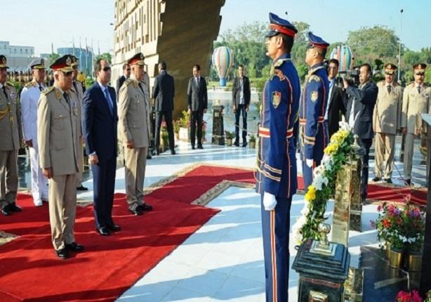 الرئيس السيسي يضع إكليلا من الزهور على قبر الجندي المجهول بمناسبة الذكرى الـ42 لانتصارات اكتوبر