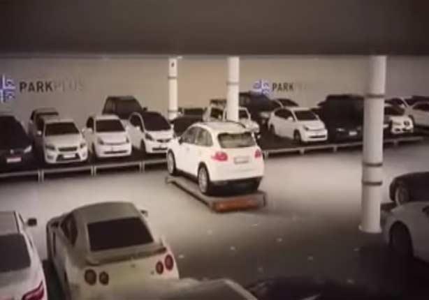 مطار أبو ظبي يبتكر طريقة مُدهشة لركن السيارات