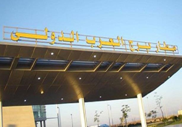 جمارك مطار برج العرب تحبط محاولة تهريب نقد أجنبي
