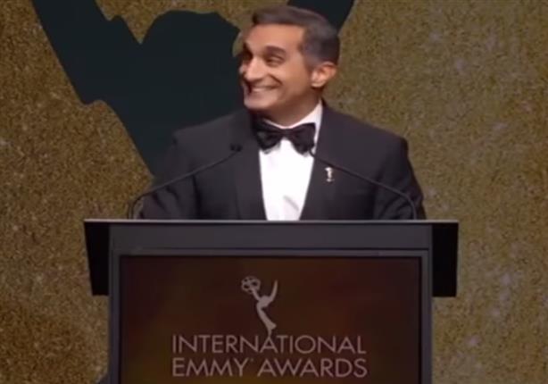 """بالفيديو- باسم يوسف يسب """"داعش"""" بلفظ خارج في حفل """"إيمي أوورد"""""""