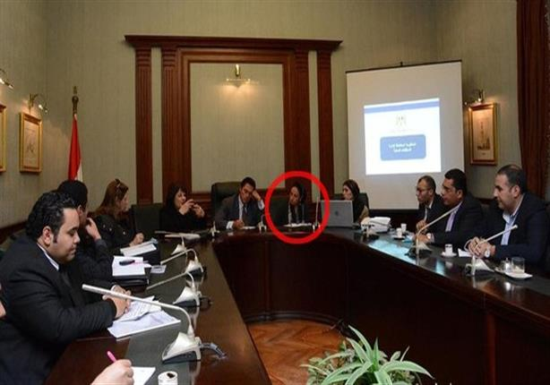 محافظ الإسكندرية يكشف سبب اصطحاب زوجته فى إجتماع رسمي