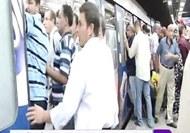 إنتحار سيدة أمام قطار مترو الانفاق فى محطة جامعة القاهرة