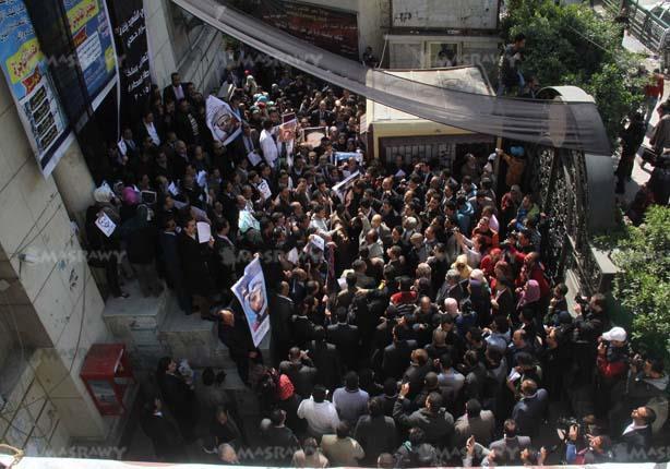 بالصور - وقفة احتجاجية للمحامين تنديدا بمقتل