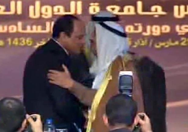 أمير دولة الكويت يسلم رئاسة القمة للرئيس السيسي