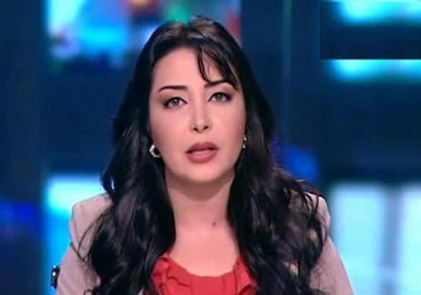 الإعلامية لبني عسل تبدأ مقدمة الأخبار بشعار ناصري
