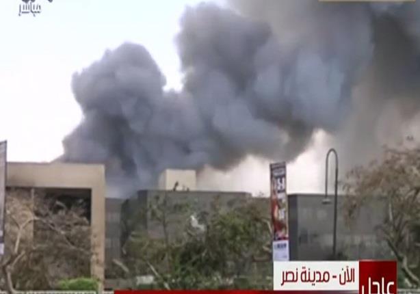 حريق هائل بقاعة المؤتمرات والدفع بـ15 سيارة حماية مدنية