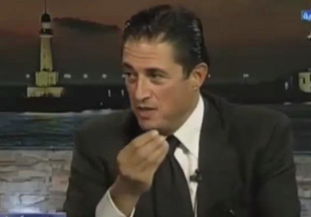 محافظ الاسكندرية يرد على الانتقادات الموجهة له بعد حضور زوجته فى اجتماعات المحافظة