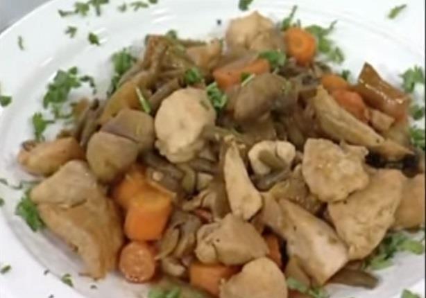 دجاج بالخضراوات وصلصة الصويا - مطبخ منال العالم