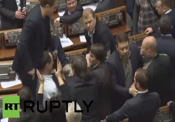 شجار بين نواب في البرلمان الأوكراني