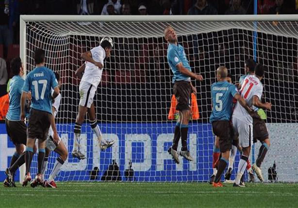 هدف محمد حمص في شباك بوفون في مباراة مصر وإيطاليا