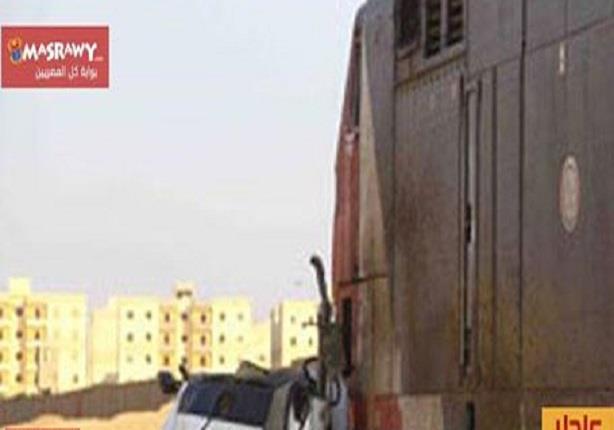 مصرع 7 في تصادم قطار بأتوبيس بمدخل مدينة الشروق