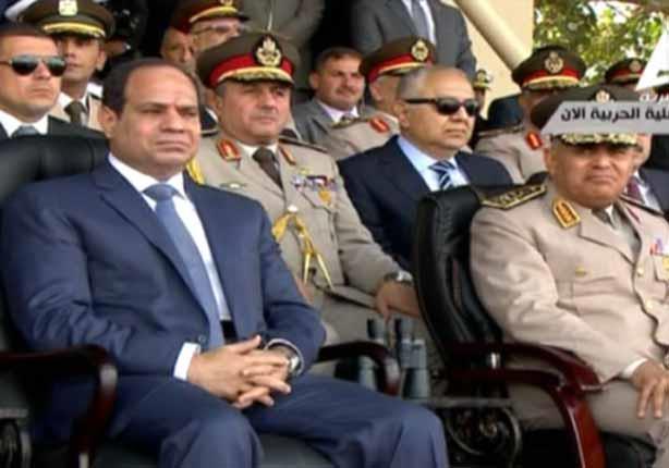 الرئيس السيسى يرسل رسائل لطلبة الكلية الحربية في زيارته