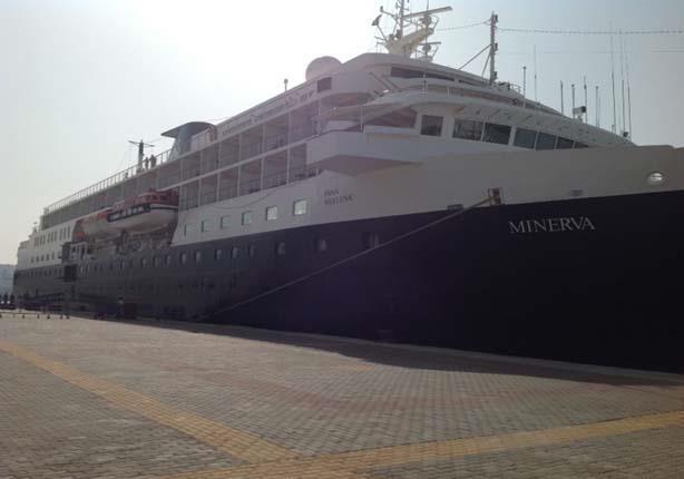 بالصور- وصول 507 سائح لميناء الإسكندرية