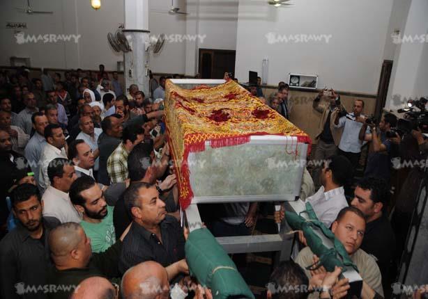 """12 صورة ترصد جنازة """"الخال""""و """"منير"""" و """"الحجار"""" أبرز المشاركين"""