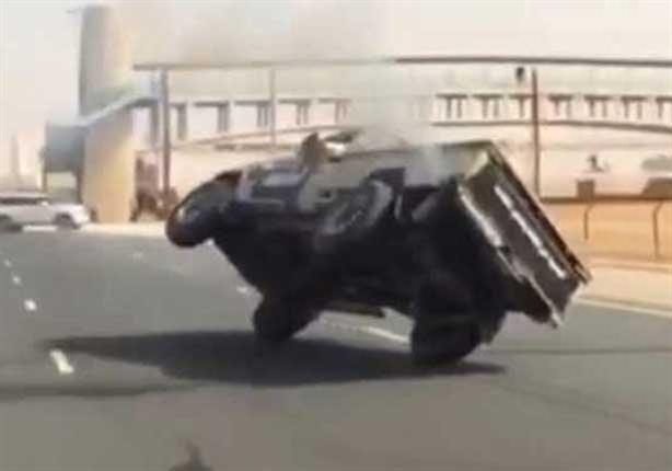 بالفيديو.. متهور يستعرض بسيارته في دبي