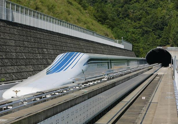 قطار ياباني يسجل الرقم القياسي لأسرع قطار في العالم